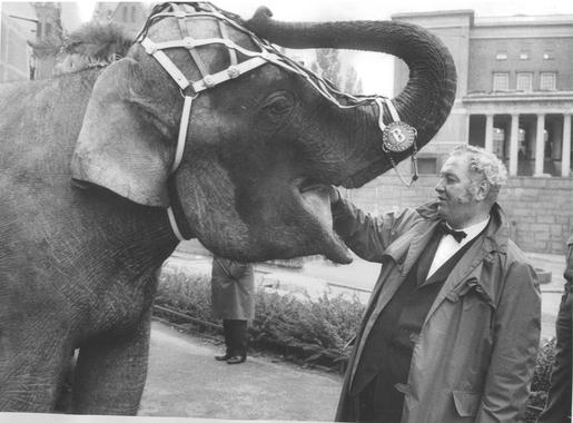 Arnardo og sirkuselefant på 60-tallet. Eier: Sirkus Arnardo