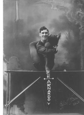 Mr. Arnardo på 30-tallet. Foto og eier: Sirkus Arnardo