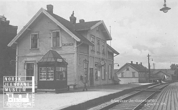 Greåker Jernbanestasjon etter 1921. I 1921 endret stasjonen navn fra Greaaker til Greåker. Kilde. Norsk Jernbanemuseum