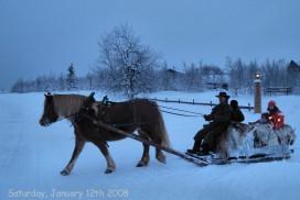 Kanefart i et snødekt vinterlandskap