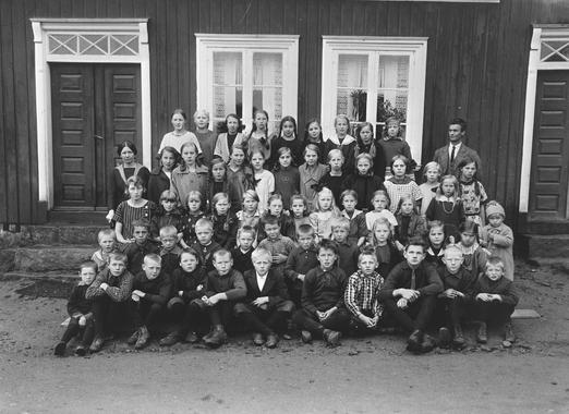 Skoleelever ved Opstad skole i 1922