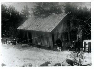 Den gamle husmannsplassen Rabakken. Foto: Utlånt av Per E. Lundh. Fotograf ukjent.