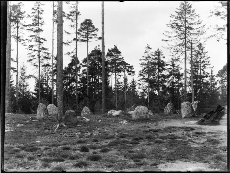 Stensetting på Tingstad i 1923. Foto: Christian Emil Larsen