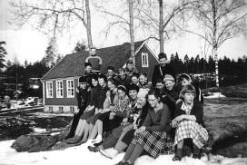 Holleby skole med elever i 1960