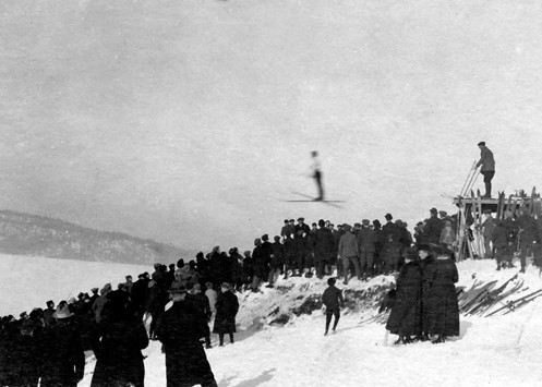 Hopprenn i Hæljebakken på Råkil i 1921
