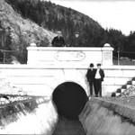 Utløpet av tømmertunnelen I Eidet i 1930.