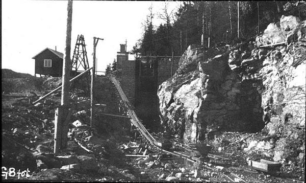 Byggingen av Eidet lense 1907. Bildet er fra inntaket ved Isnesfjorden.
