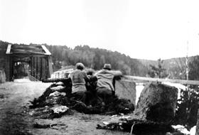 Kamper ved Trøsken bru i 1940